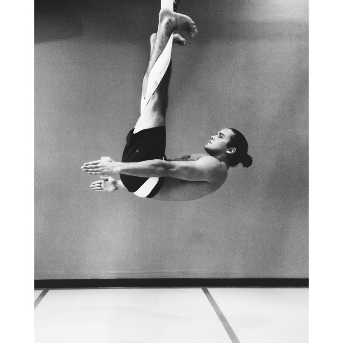 AG Fitness Flying Crunches